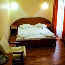 camera_matrimoniala_hotel_violeta345x268